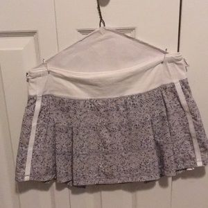 Lululemon gray, tan & white pleated skirt sz 8